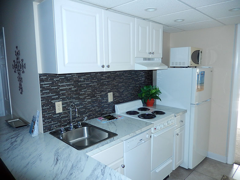 Biscayne Super Deluxe Suite Kitchen